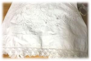 ホワイト刺繍のテーブルクロス